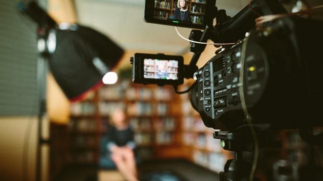 כיצד למצוא חברת הפקות אם אתה זקוק לסרטון מהר